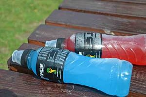 bottle of red powerade and bottle of blue powerade