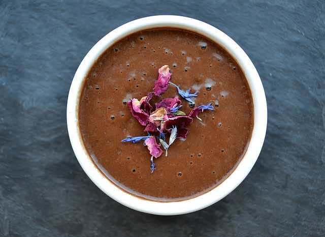 smoothie espresso with dried flowers